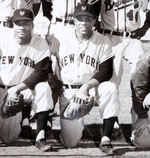 WILLIE MAYS ALL-STARS BARNSTORMING TEAM PHOTO WITH AARON/DOBY/IRVIN/BANKS AND OTHERS.